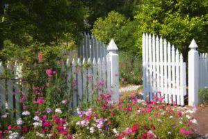 Белая калитка в сад