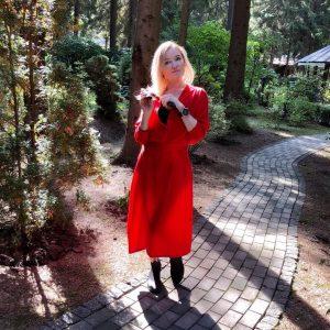 Лариса Вербицкая в красном платье